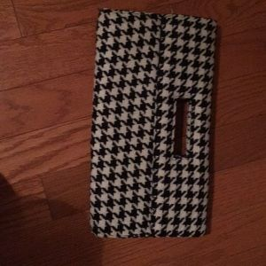 Houndstooth clutch-never used